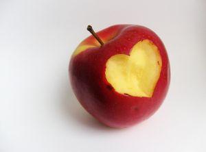 apple-heart-1-1108672-m